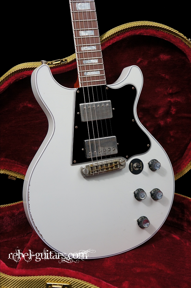 preowned rock n roll relics thunders custom in white rebel guitars. Black Bedroom Furniture Sets. Home Design Ideas