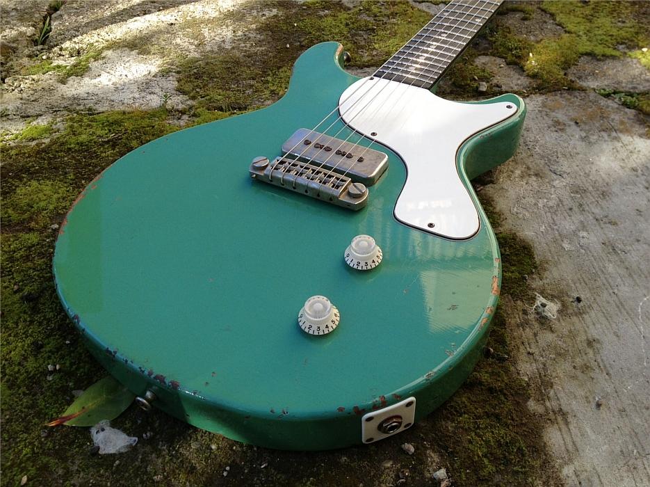 rock-n-roll-relics-seafoam-green-guitar