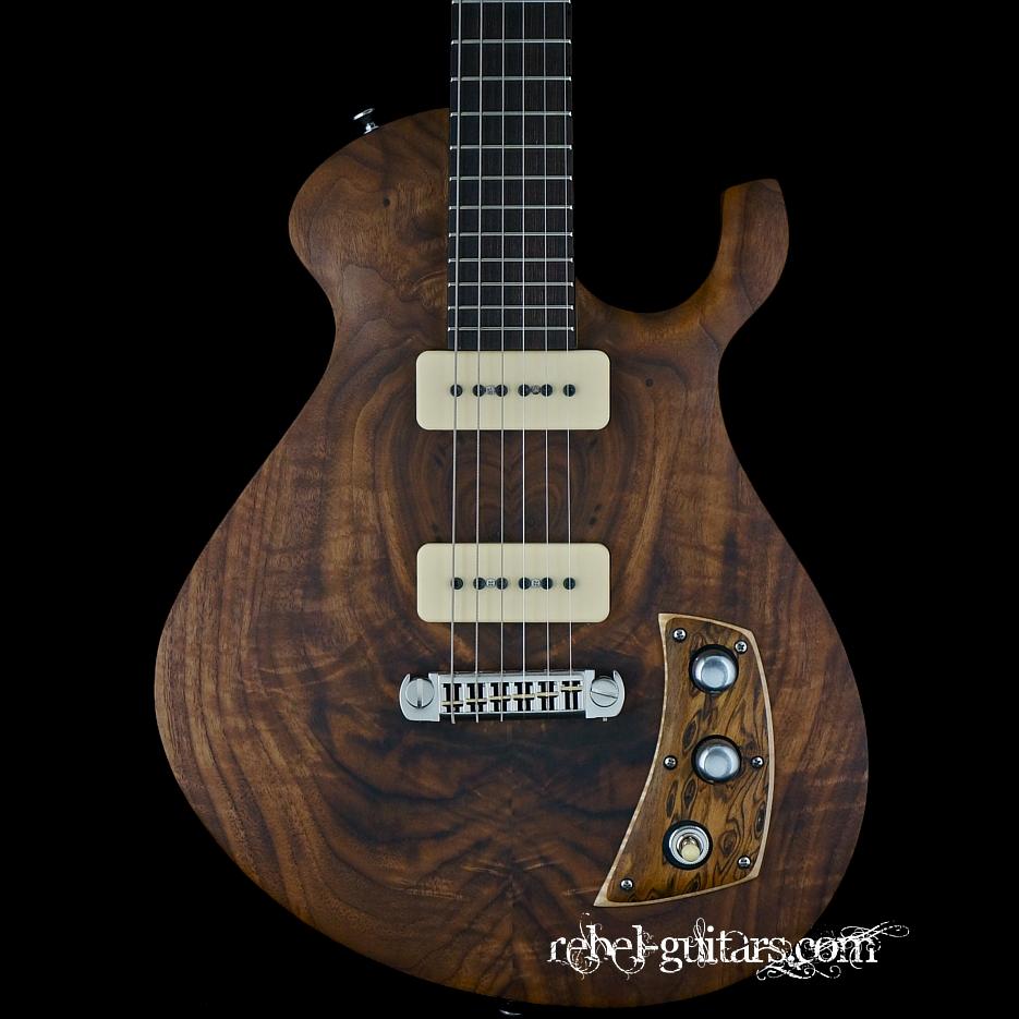 malinoski-howlin-moon-guitar