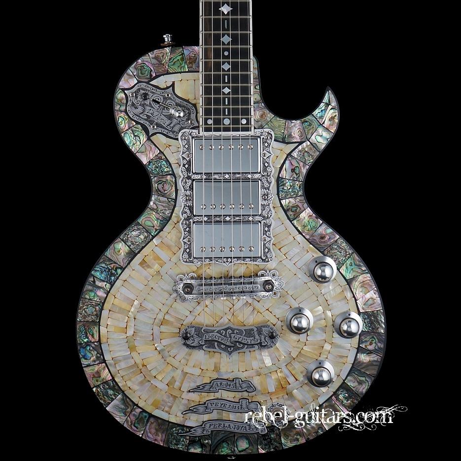 Teye-a2-La-Perla-guitar