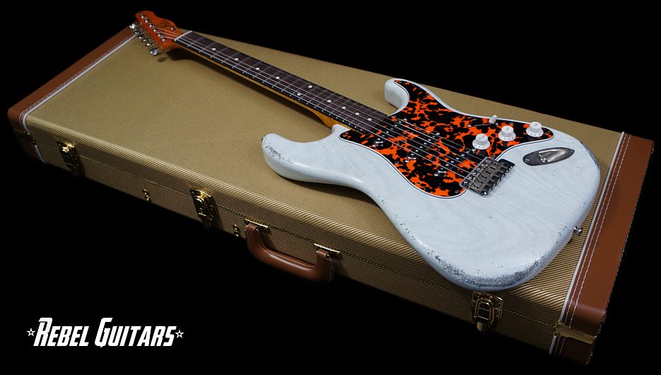 palir-s-white-guitar
