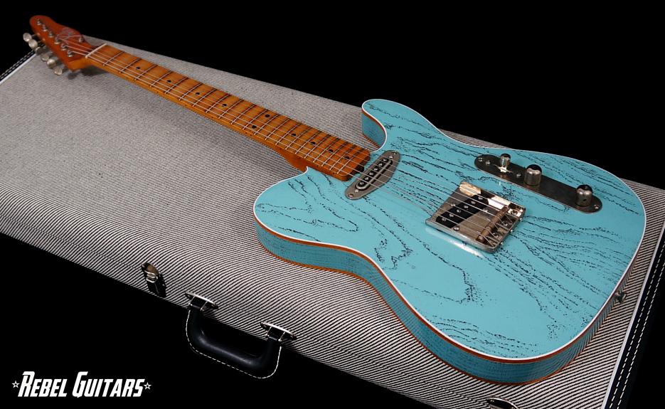 palir-titan-daphne-blue-guitar