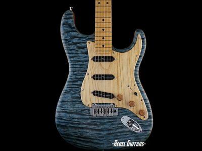 walla-wallacaster-guitar-quilt-blue