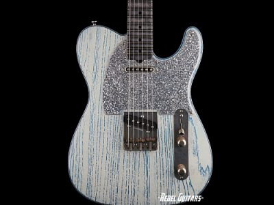 palir-guitars-titan-blue-white