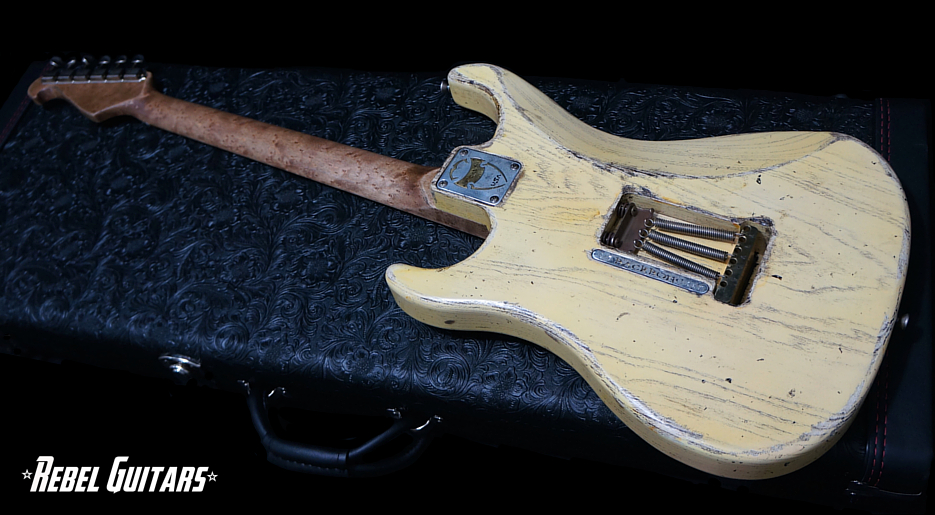 scala-guitars-backbone-tv-back-935