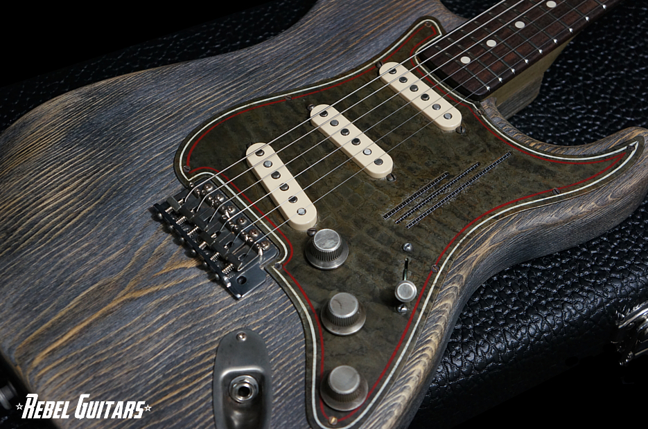 trussart-steelguardcaster-driftwood-guitar-935