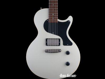 huber-guitar-krautster-white
